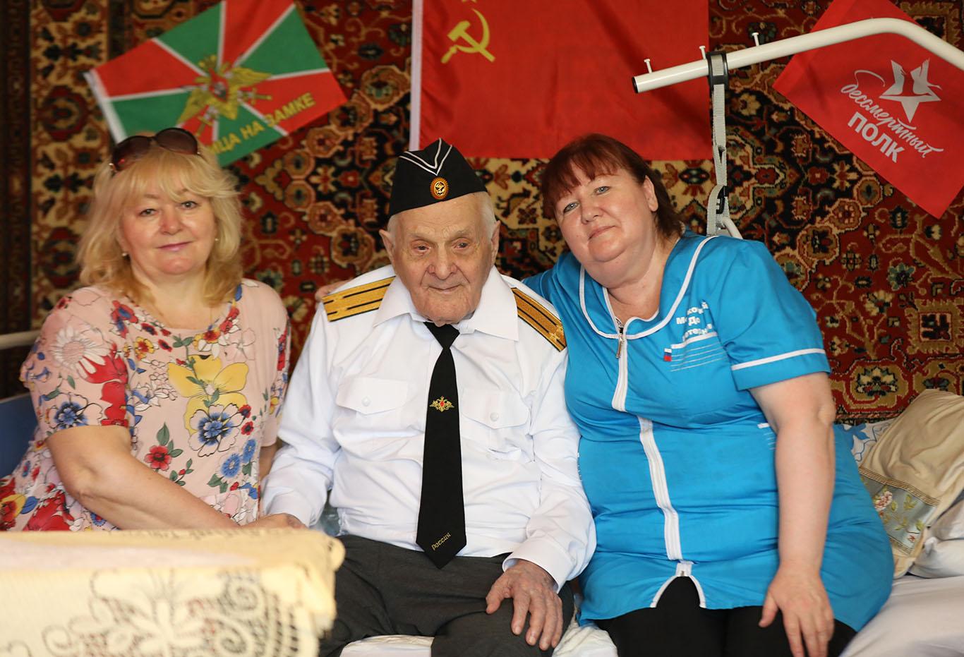 Век за плечами: сотрудники Московского Дома ветеранов поздравили с юбилеем Виктора Ивановича Алексеева
